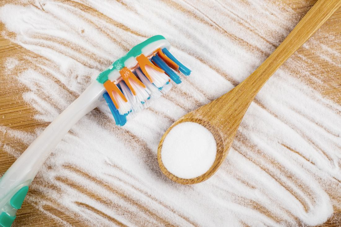5 Ways to Naturally Whiten Teeth at Home 2020